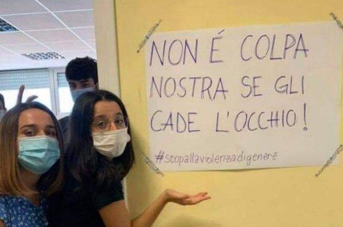 Niente minigonne a scuola, le studentesse protestano