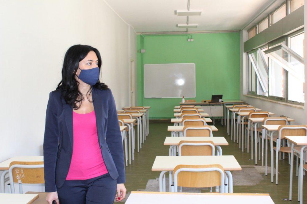 """Azzolina agli studenti: """"Lasciarvi a casa è una sconfitta"""""""