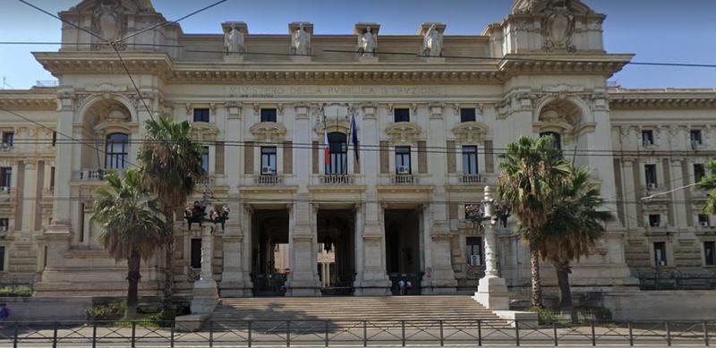 IL MINISTERO DELL'ISTRUZIONE NEL PALLONE…