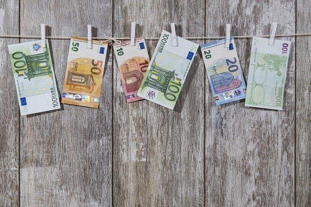 Contanti, il limite scende a 2.000 euro dal primo luglio