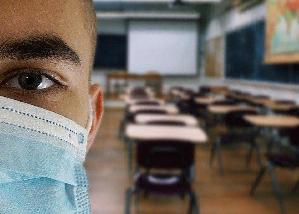 Concorso straordinario per il ruolo: è obbligatorio avere la mascherina chirurgica