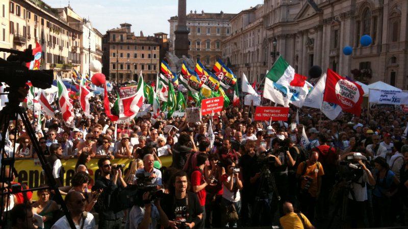 Manifestazione scuola, mancano i banchi e i docenti
