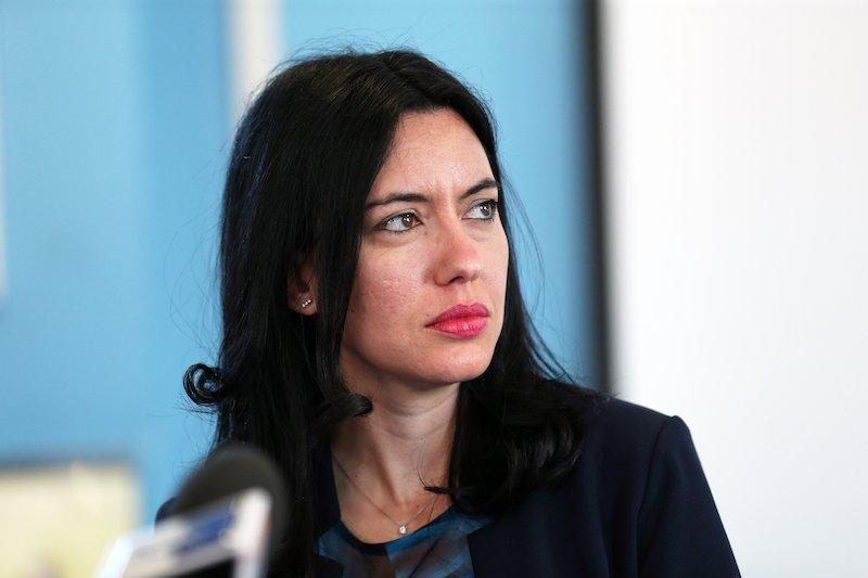 Azzolina contraria al decreto Brunetta che semplifica i concorsi.